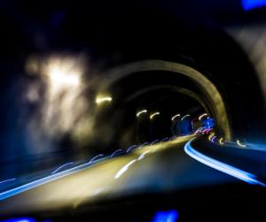 Illustrasjon av kjøring i mørket
