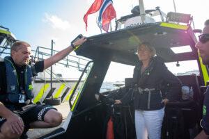 Bilde av Elisabeth Kristoffersen og politiet