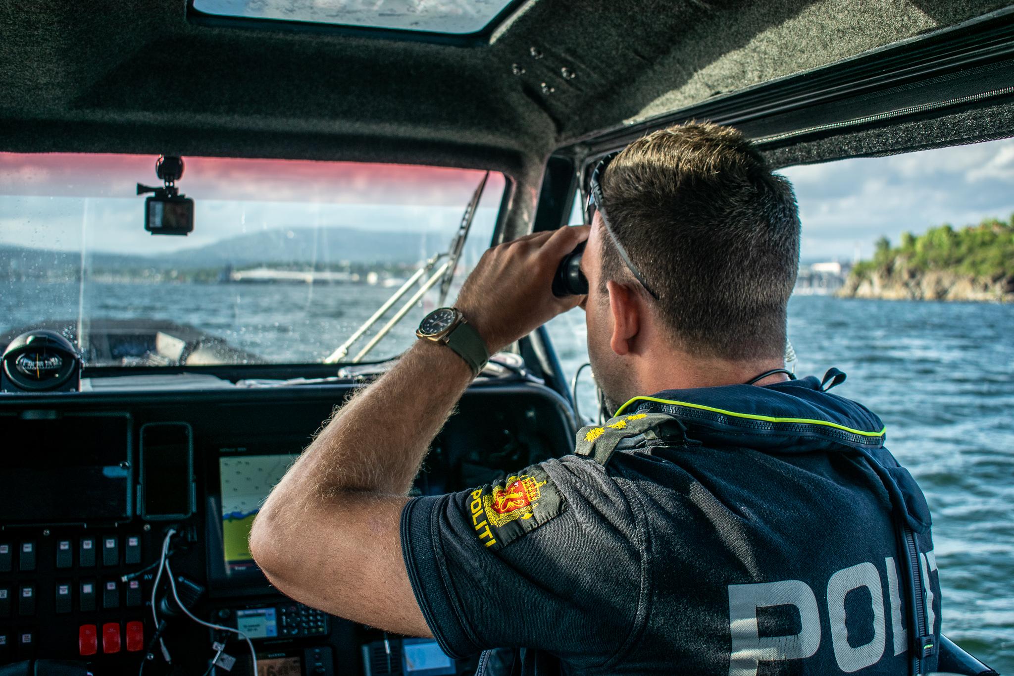 På oppdrag med politibåten