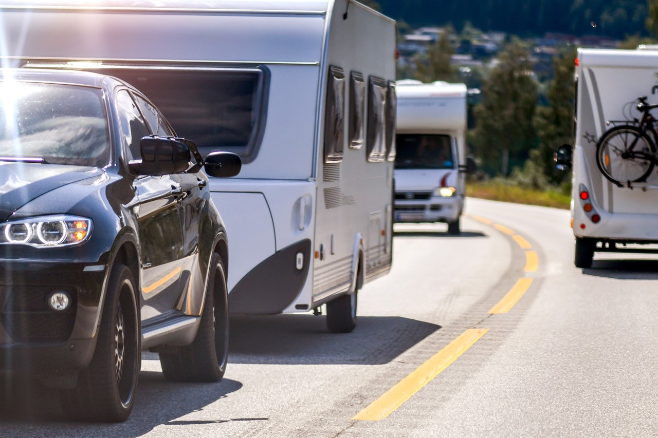 Mange biler på veiene – heldigvis lave dødstall